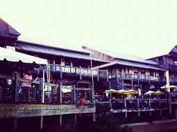 #fishhousepensacola #upsideofflorida #pensacola #florida #visitpensacola #atlas #downtownpensacola #deckbar